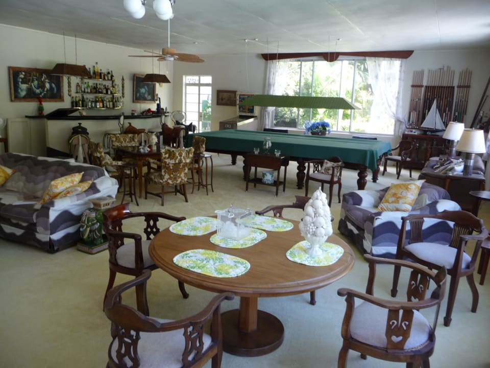ENTERTAINMENT AREA WITH POOL TABLE AND BAR