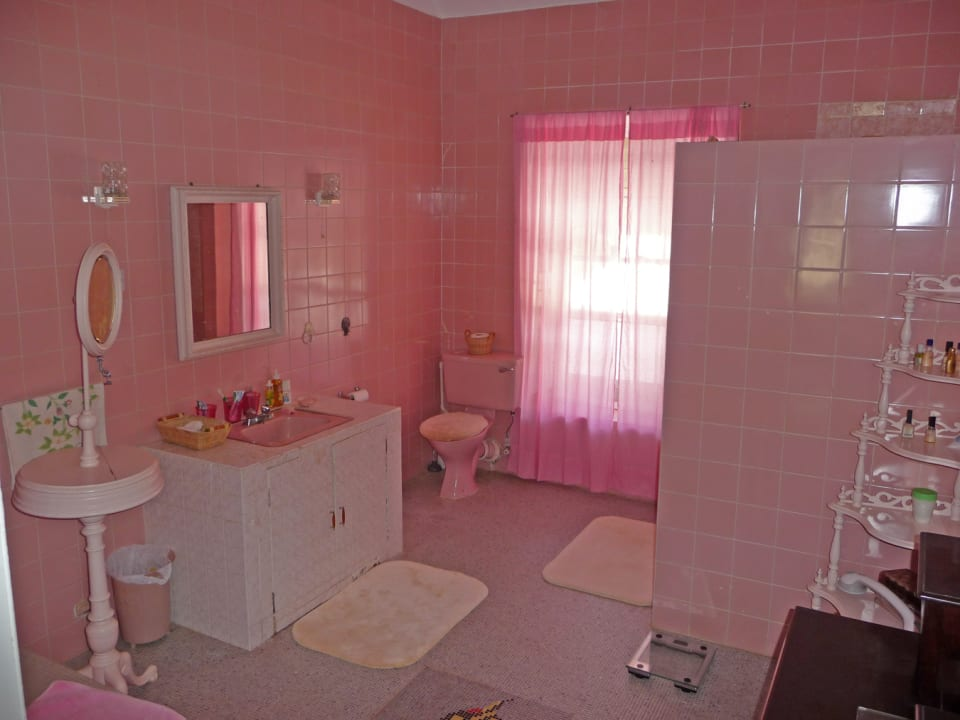 MASTER BATHROOM IN MAIN HOUSE