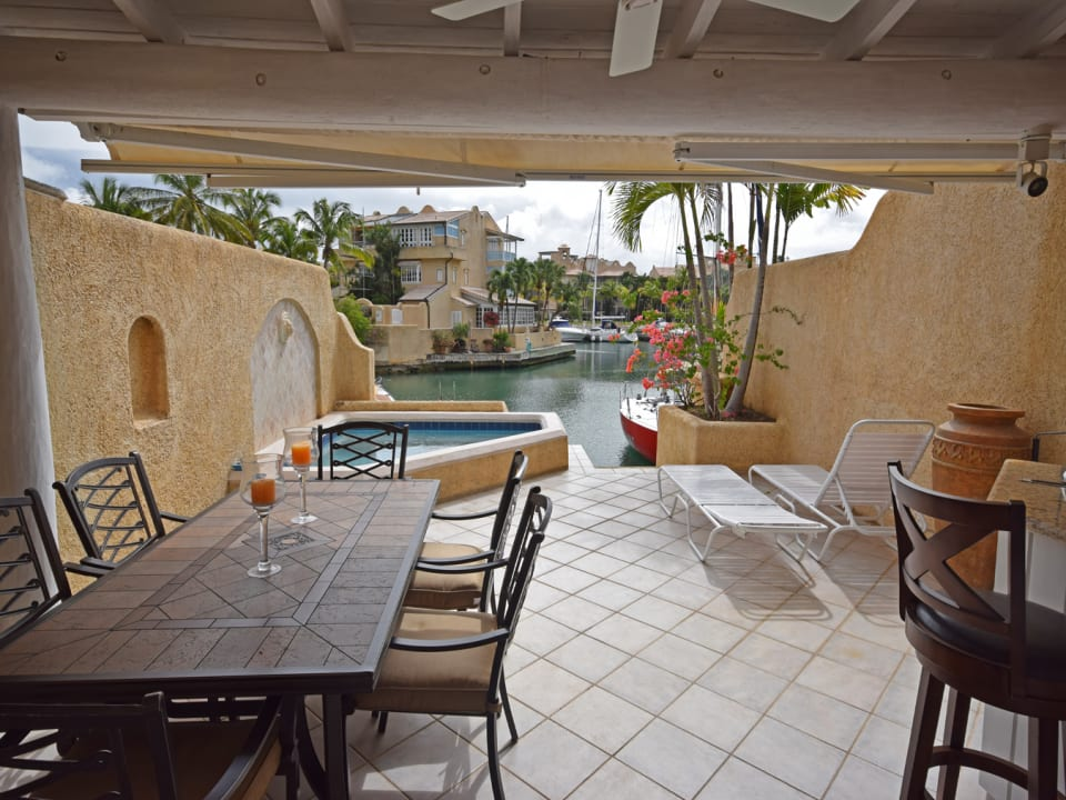 outdoor dining/plunge/lagoon
