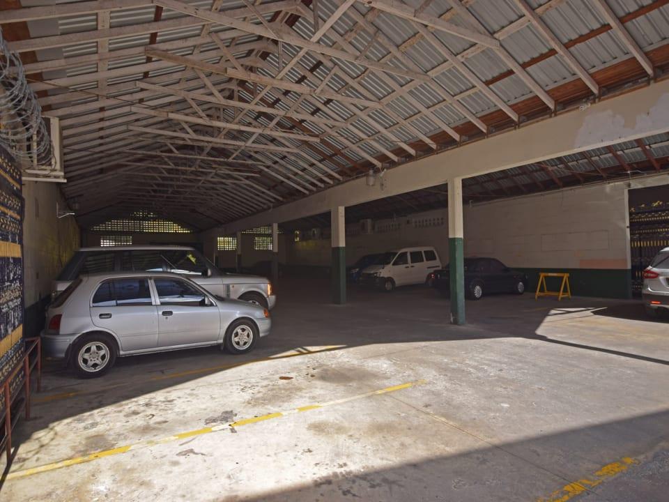 Plaza Centrale parking