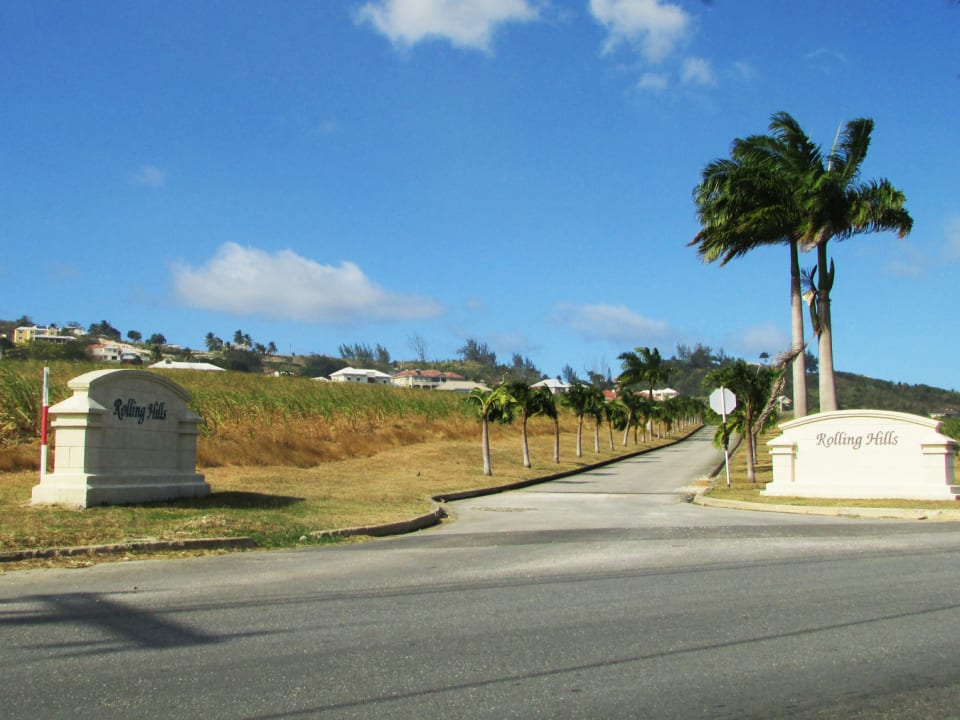 Rolling Hills main entrance