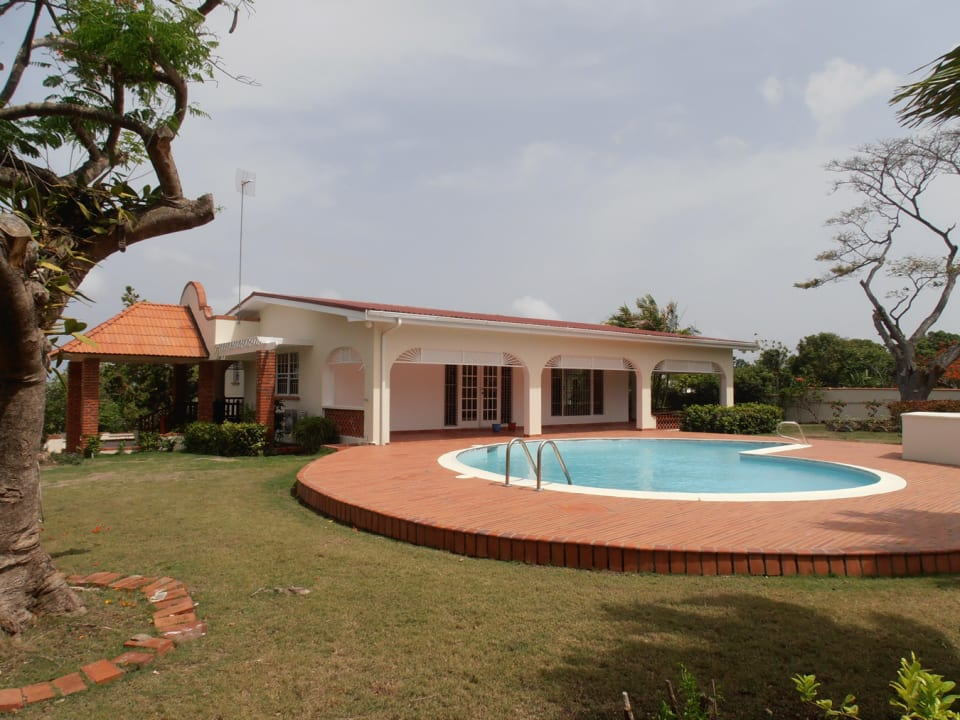 Manicured Grounds & Pool