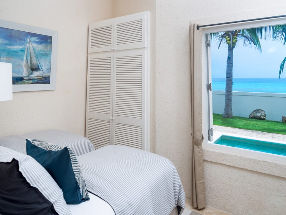 Guest bedroom 2 with views of the sea