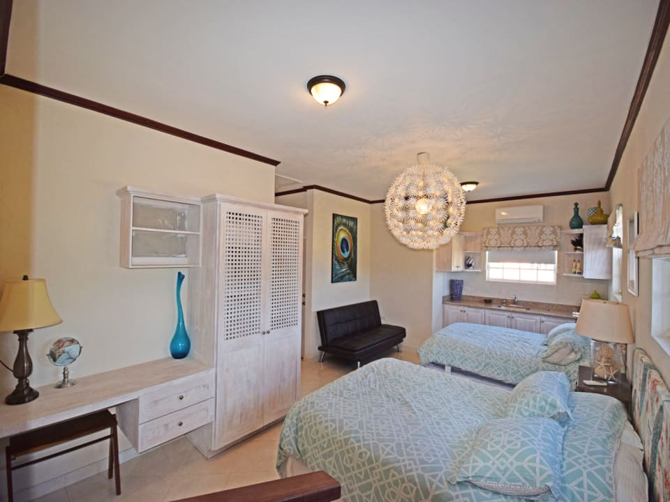 Guest bedroom with separate access