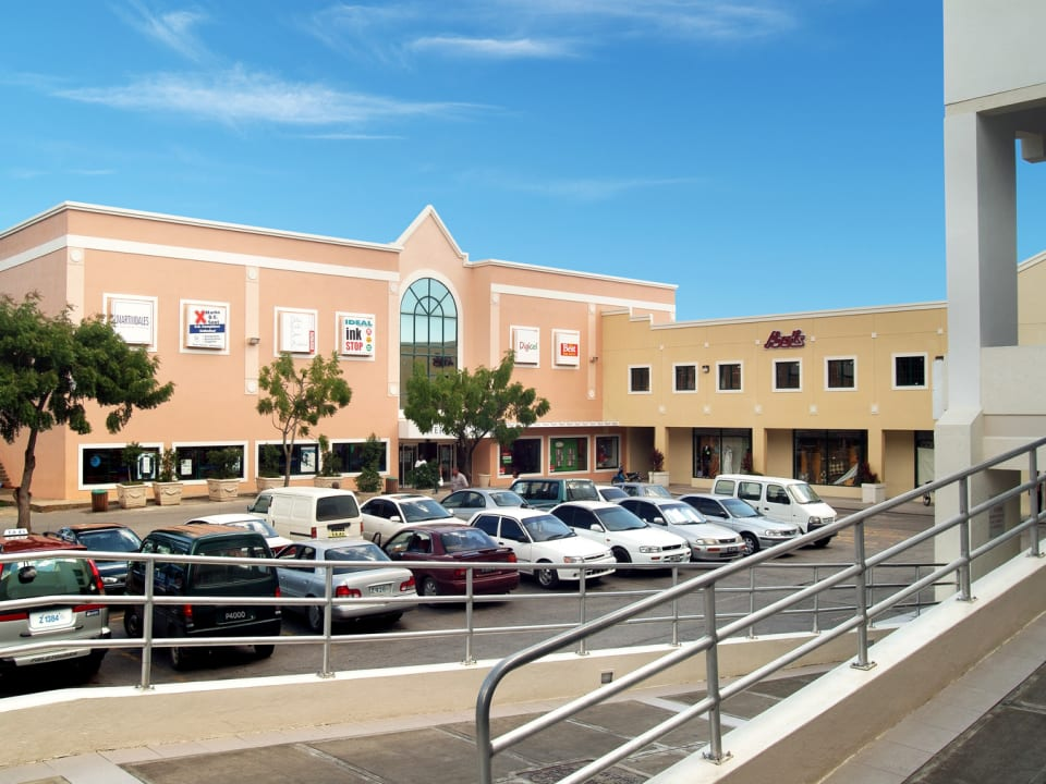 Sheraton Mall & private access to office space