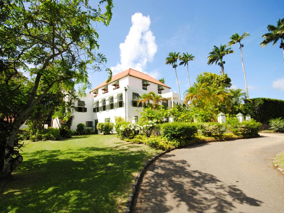 View of Plantation House from driveway
