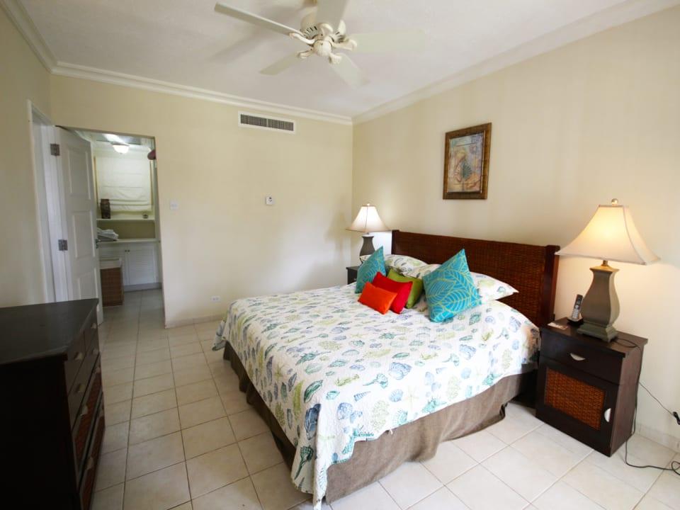 Spacious en suite bedroom