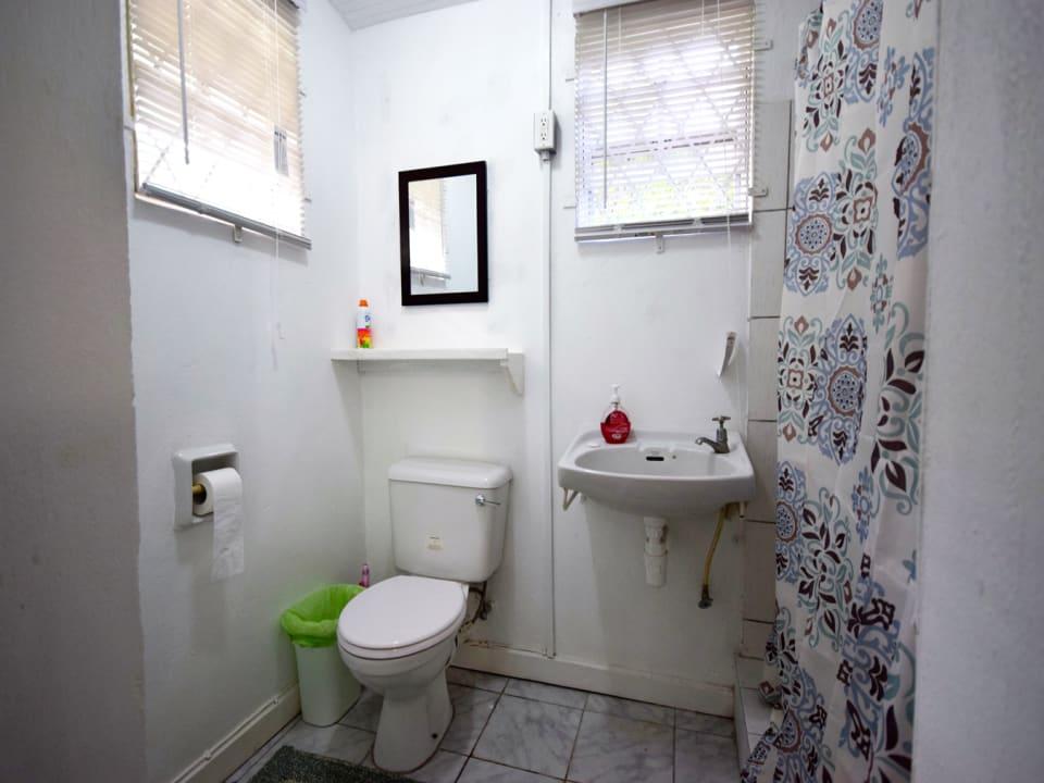 Valley View Apartment 2 bathroom