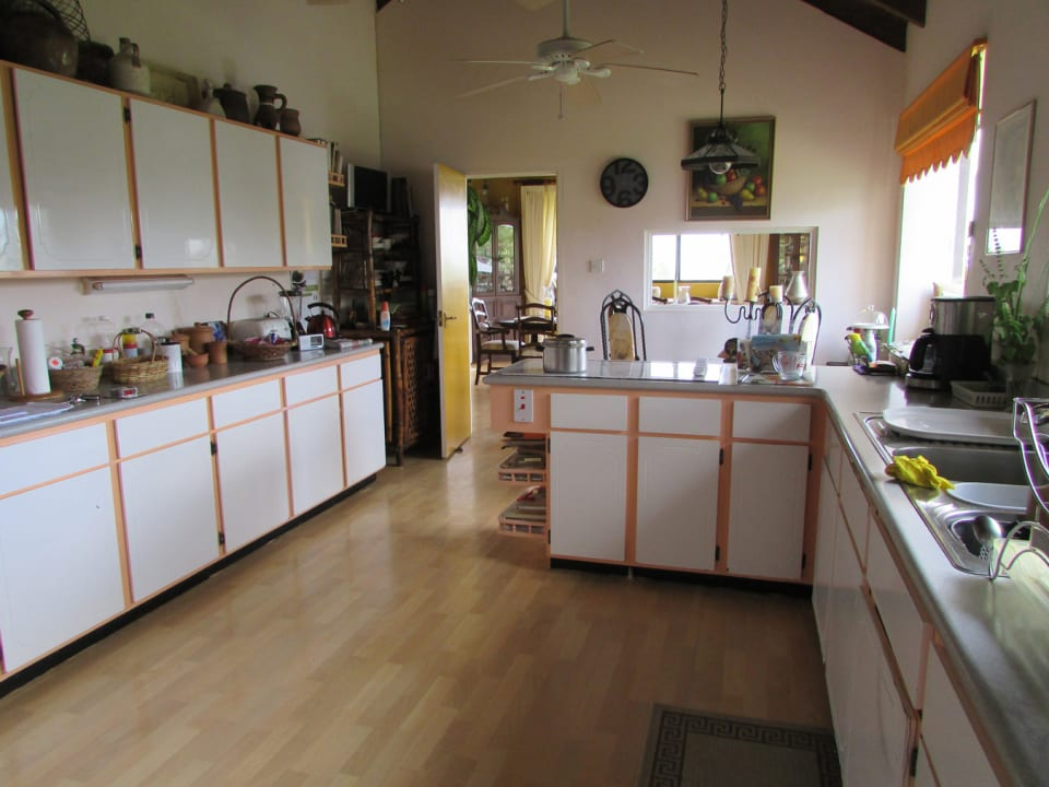 Spacious Kitchen and Breakfast Area