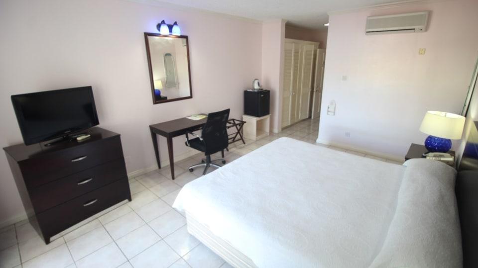 Ensuite Single Bedroom with Balcony