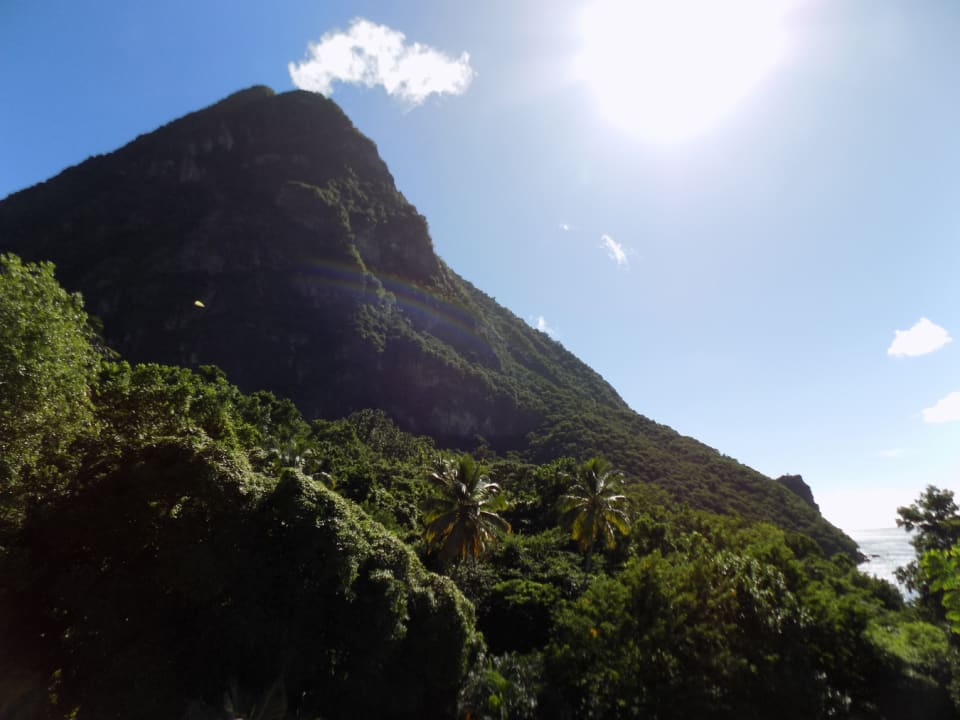 Gros Piton to the South