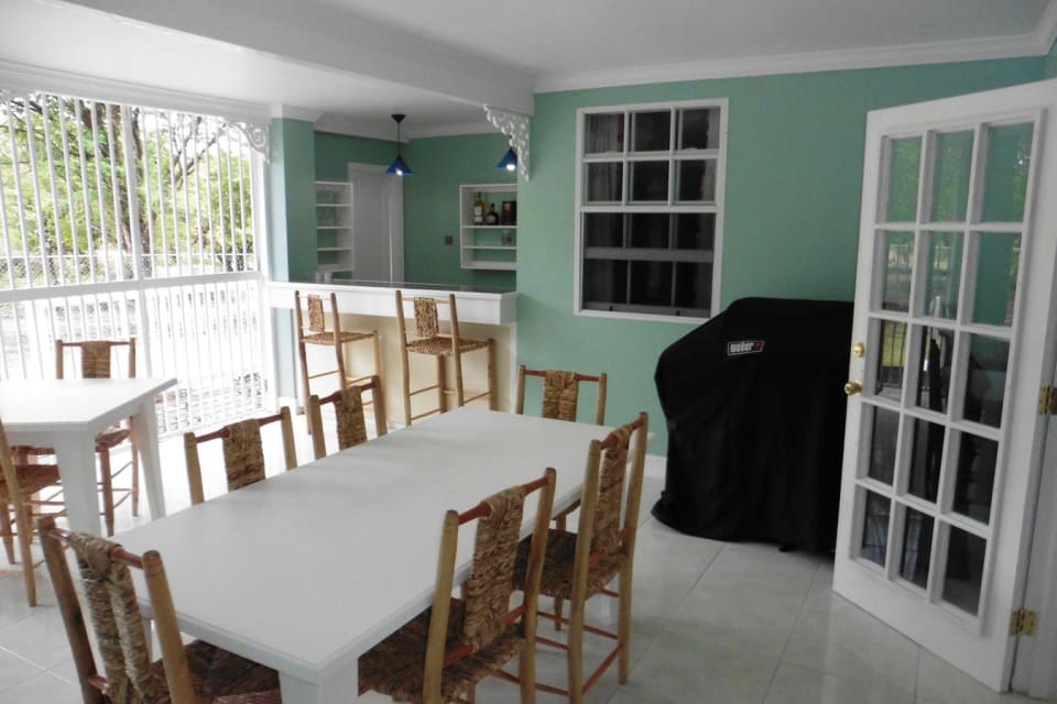 Entertainment area / Outdoor dining space