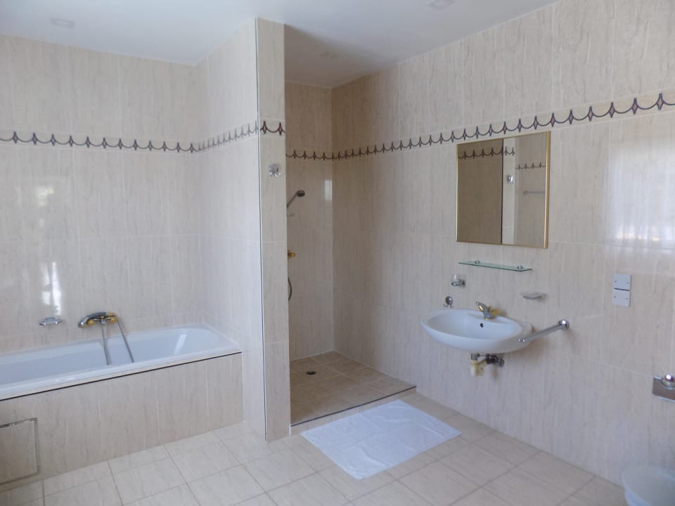 Shared Bathroom with Shower and Tub