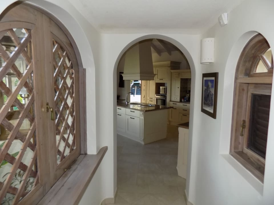 Hallway to Kitchen