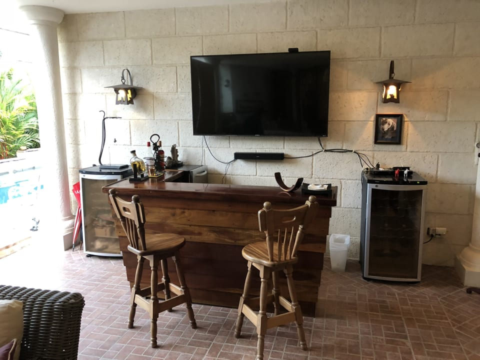 Bar area attached too back patio
