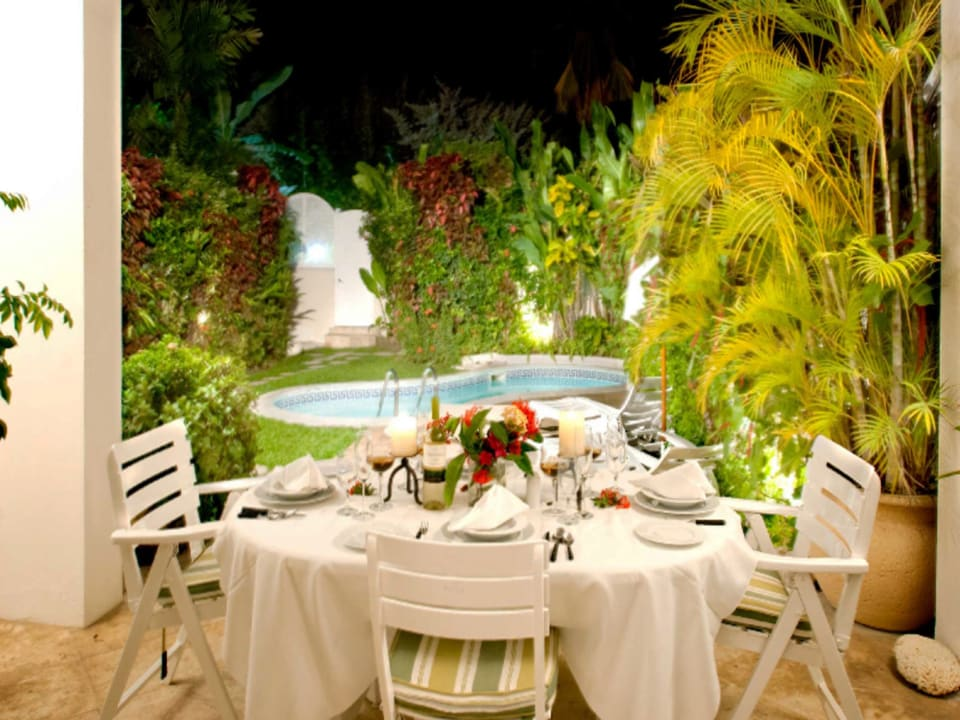 Romantic poolside dining