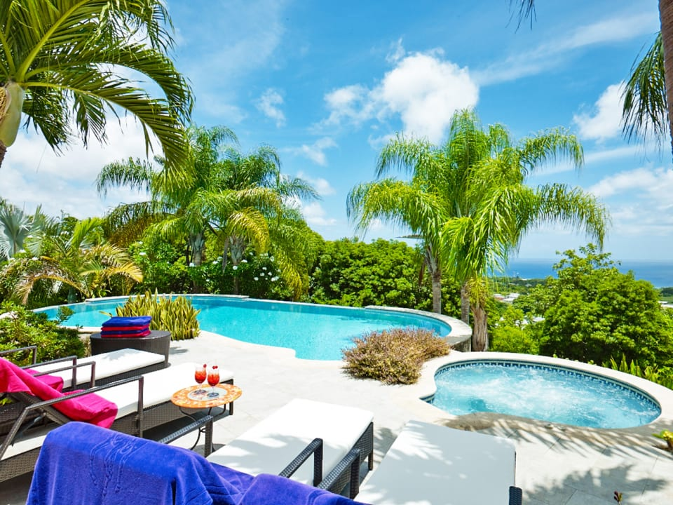 Views of the ocean from the swimming pool and jacuzzi terrace