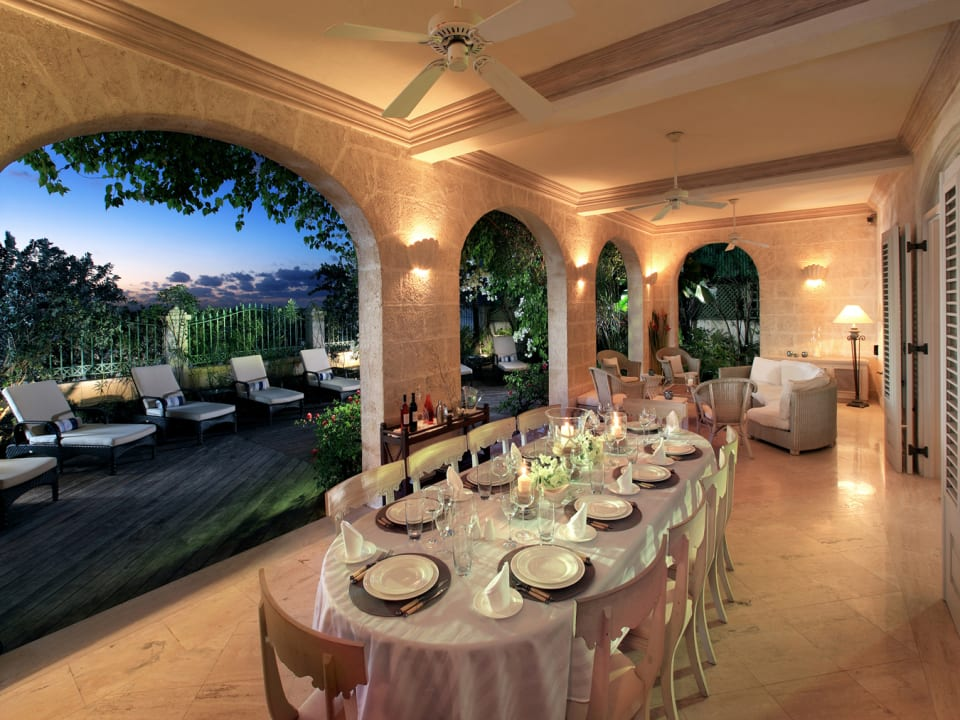 Covered dining terrace