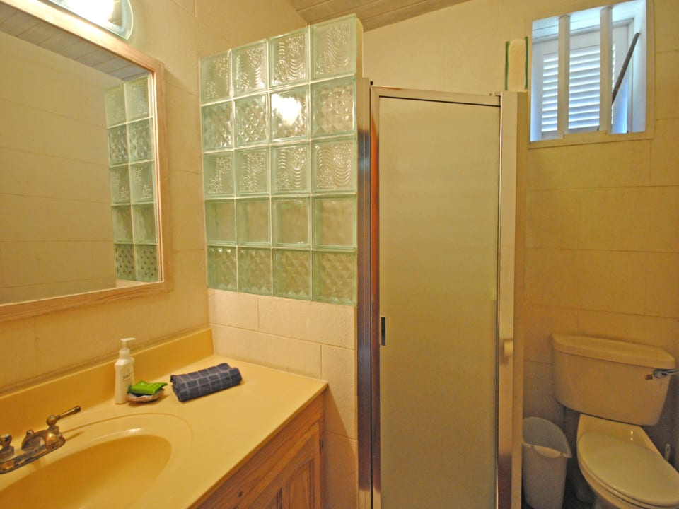 Second bathroom of upper floor