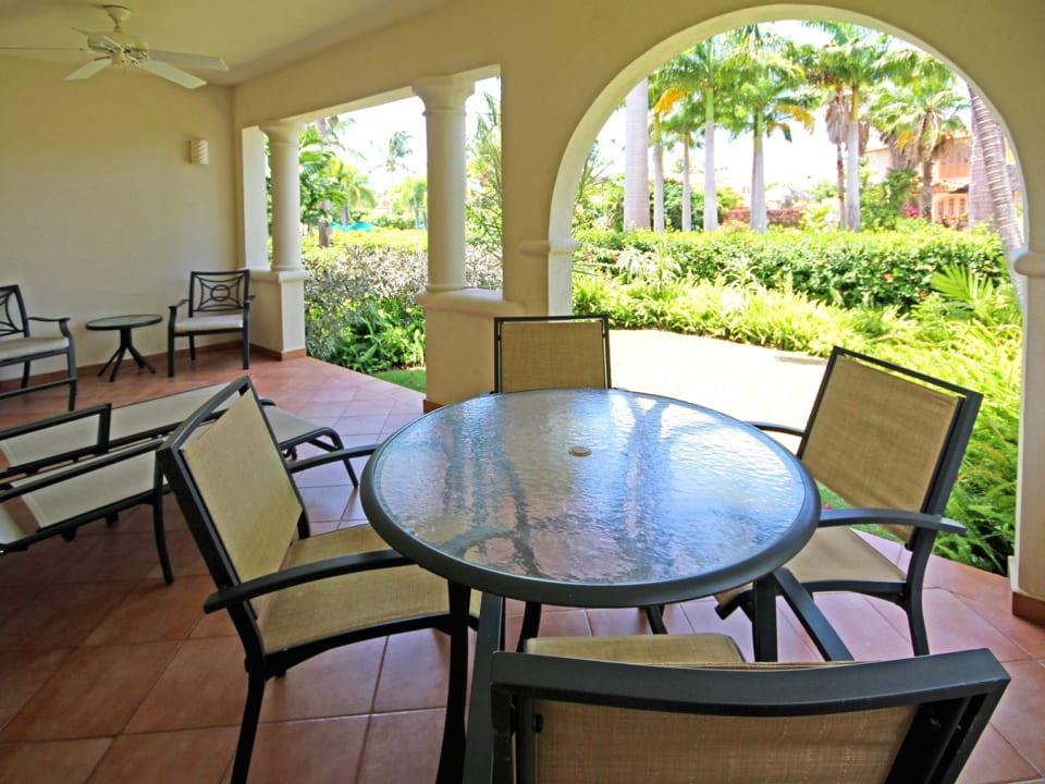 Outdoor patio that on-looks garden