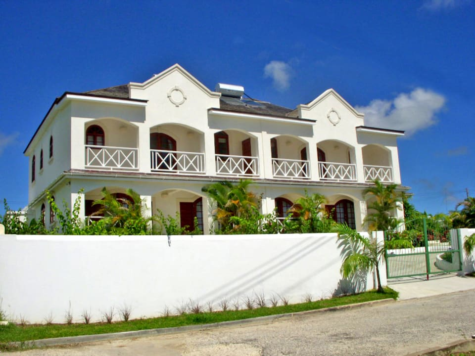 Front of the Duplex - Villa B to the left (east)