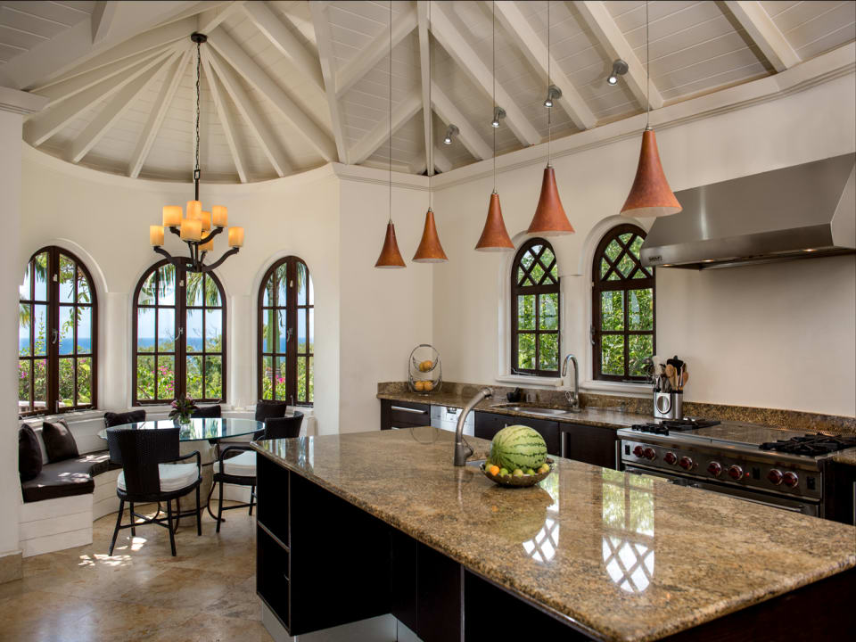Top quality kitchen with breakfast area