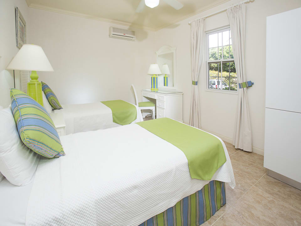 Beach View classic twin bedroom