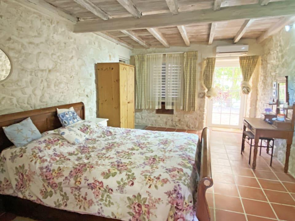 Guest Bedroom En Suite