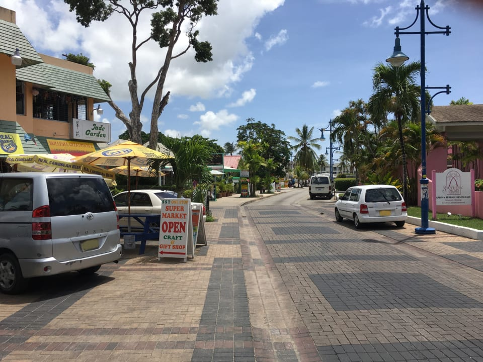 Within walking distance to Restaurants, Bars, Beaches in St. Lawrence Gap