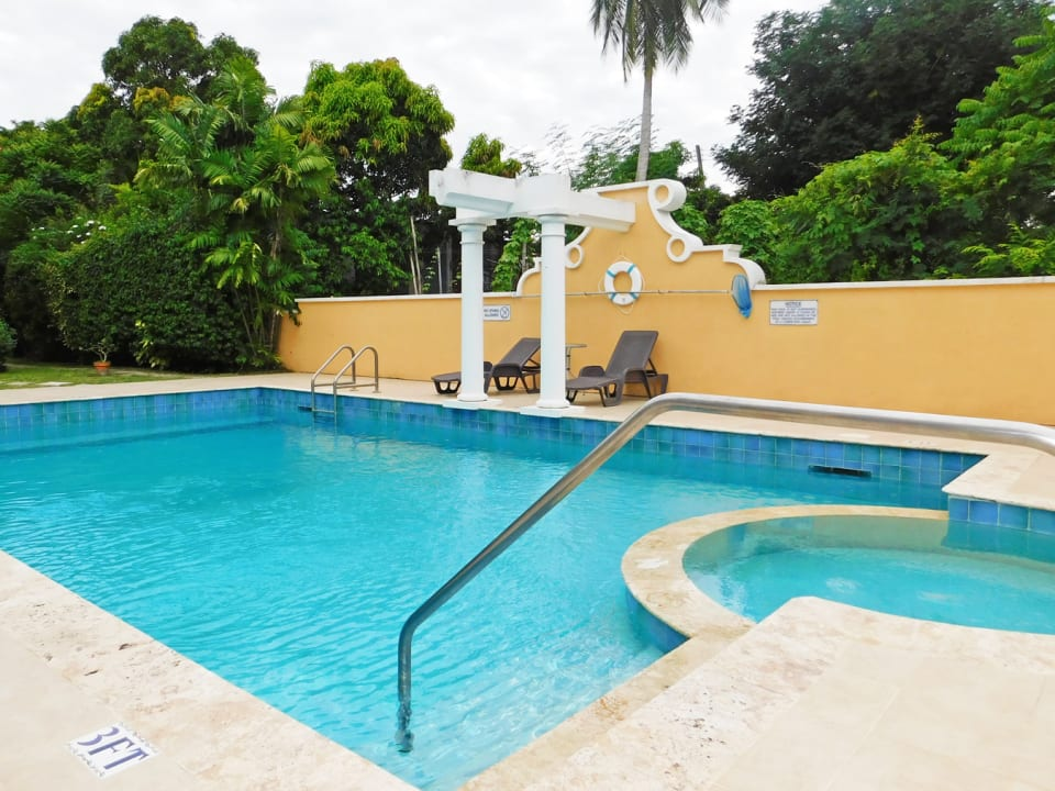 Shared Pool and entertainment area