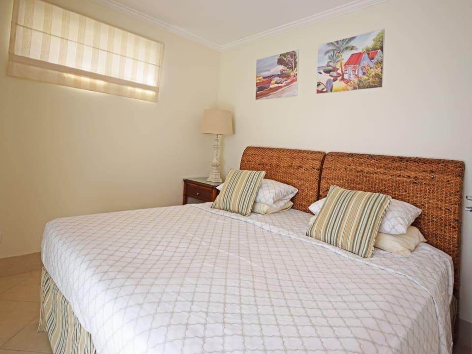 1st Bedroom with en-suite bathroom