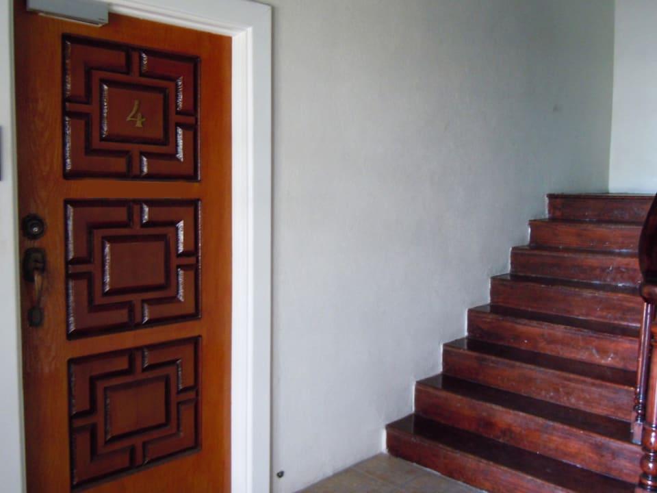 Lobby - Entry on Left