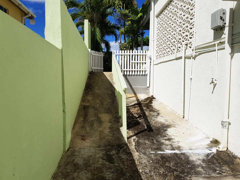 Side entrance to the apartment