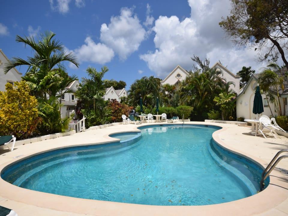 Sparkling Pool - Landscaped Gardens