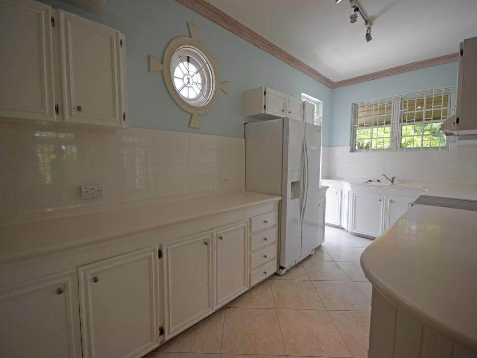 Kitchen inclusive of appliances