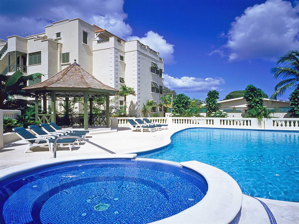Shared pool & deck