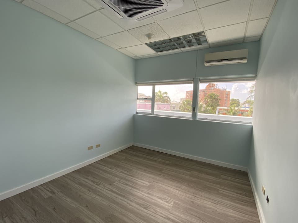 Attractively fitted out space - Combination of open plan and offices
