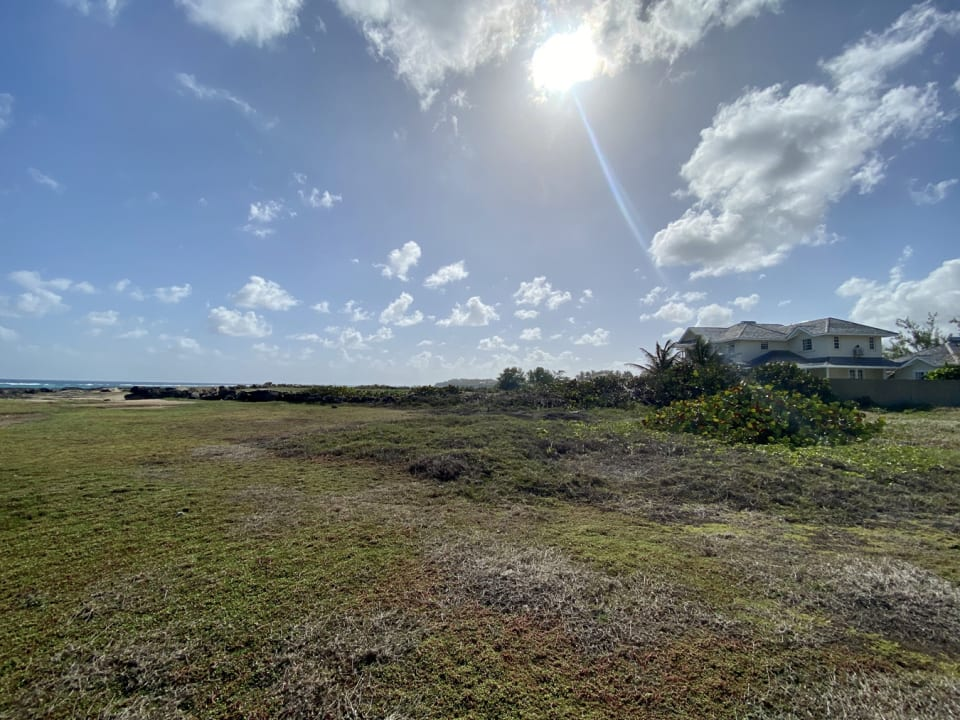Flat cliff front lot