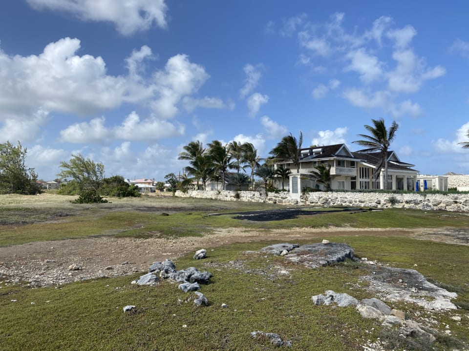 Stunning villa on the eastern boundary of the lot