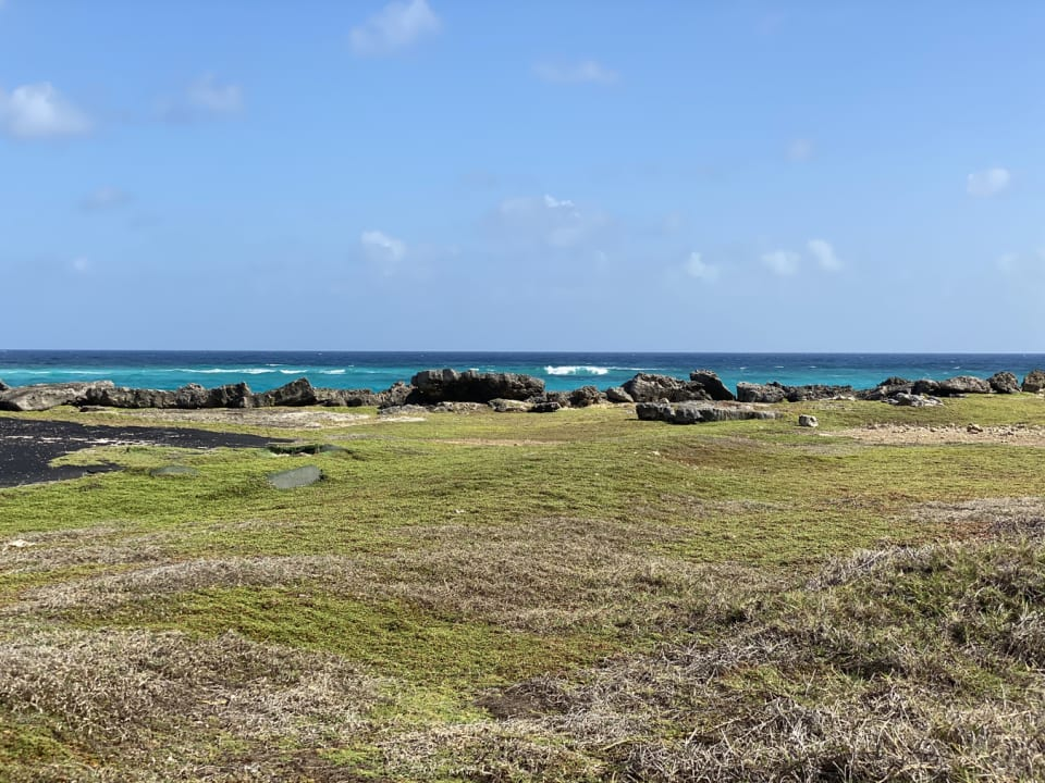 Cliff front lot with stunning sea views