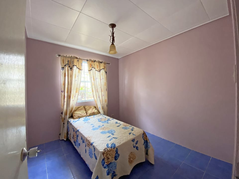 Guest bedroom 2 with air conditioning