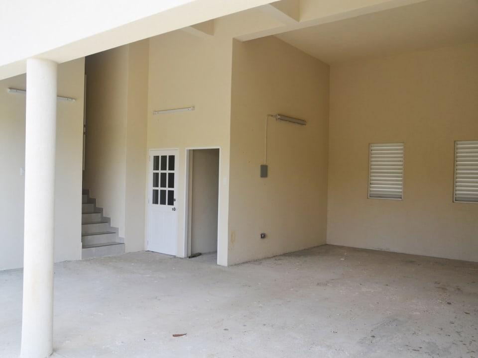 Garage/entrance