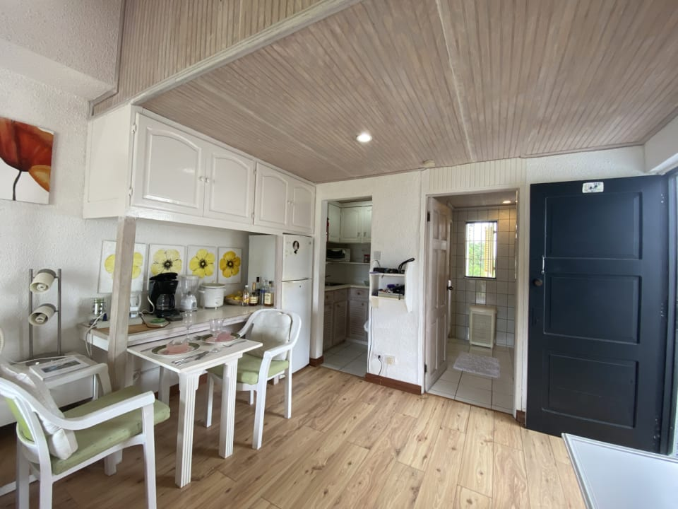 Sitting area with kitchen and bathroom in background