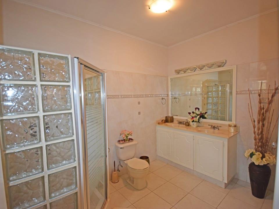 Bathroom in Bedroom 1