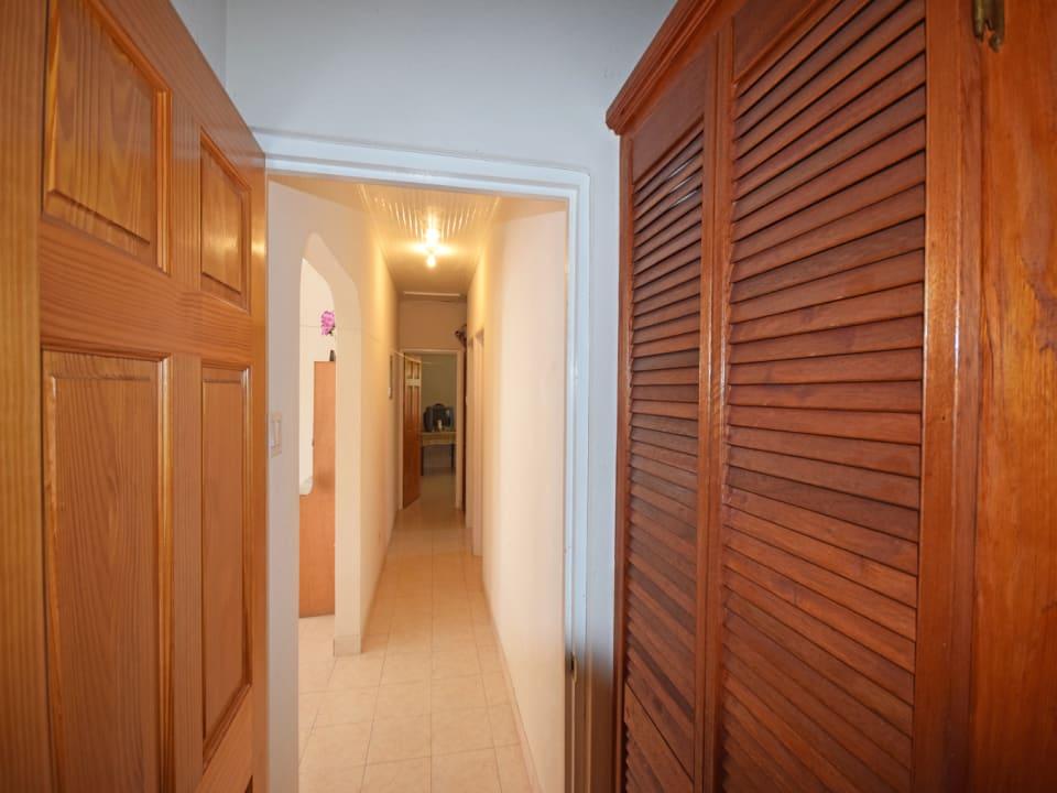 Hallway/ Linen Closet