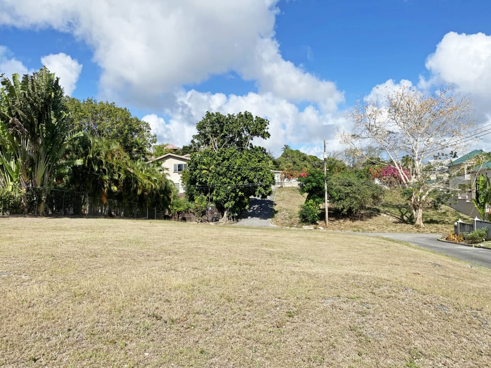 Attractive lot in an established community