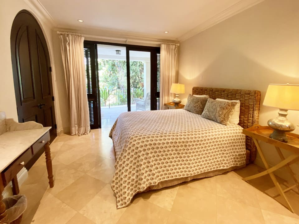 Guest bedroom 1 with en suite and shared terrace