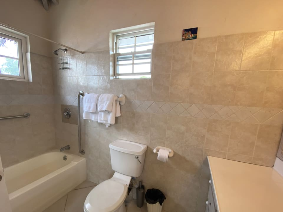 Neat bathroom