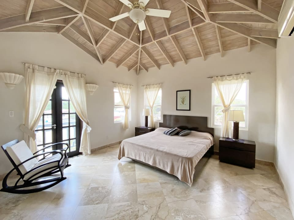 Main bedroom with high ceilings