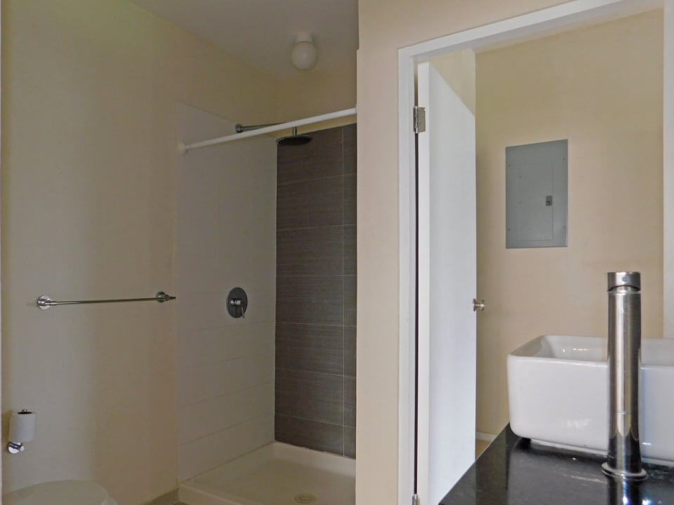 Shared bathroom that is en-suite and connects to the laundry